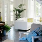 kuvassa valkoinen sohva