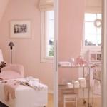 kuvassa rauhala-talomallin yläkerran huone ja kylpyhuone