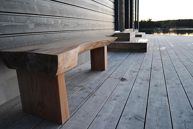 Saunanpenkillä on mukava istuskella ja jäähdytellä löylyjen jälkeen (Tammenterho Design)