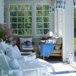 veranta jossa kaksi tuolia