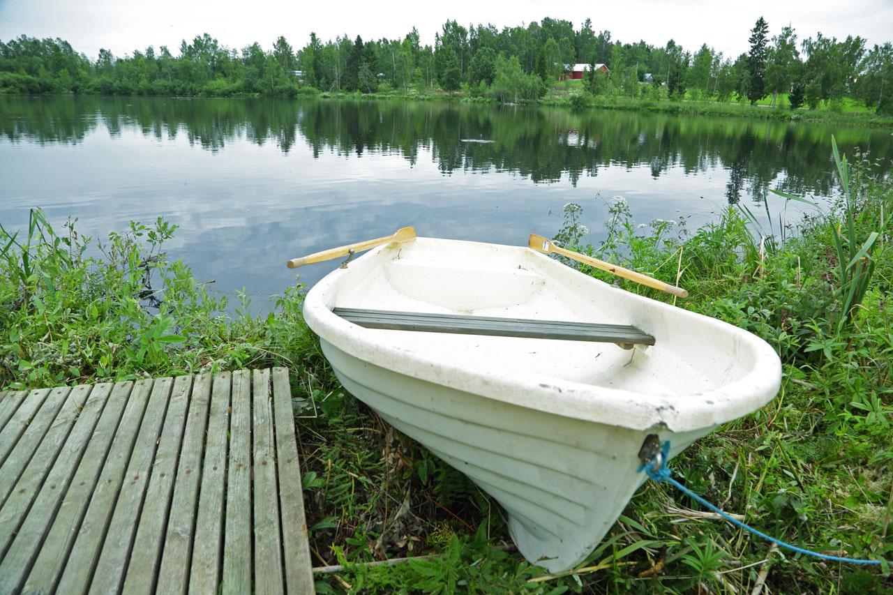 rauhala-kokkola-vene-rannalla