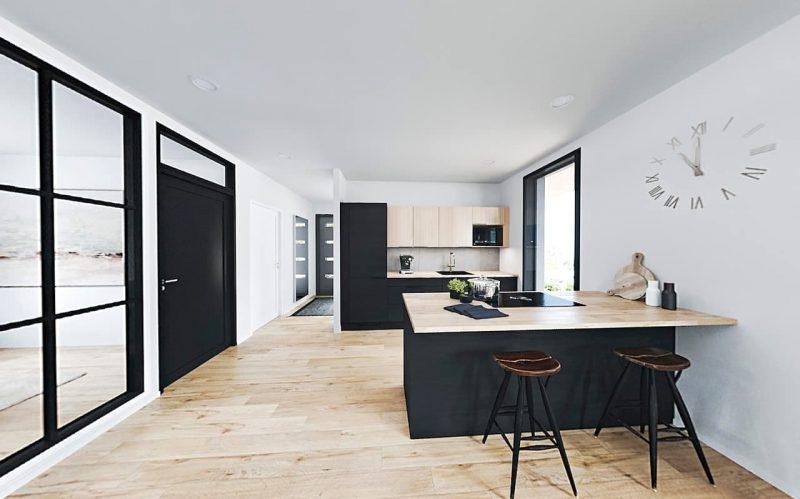 kuvassa musta auma keittiö